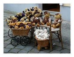 Teddy bears on the street
