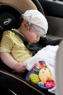 picture of the sleeping baby in a car