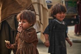 children crying eating poor afraid afghanistan