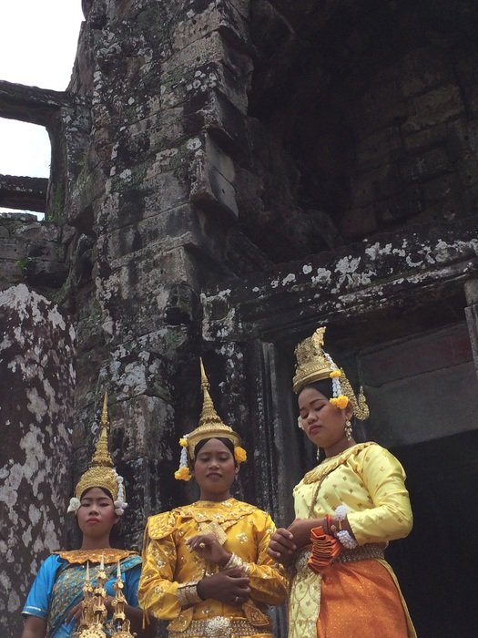 traditional female dancers at temple, cambodia, Siem Reap, angkor wat