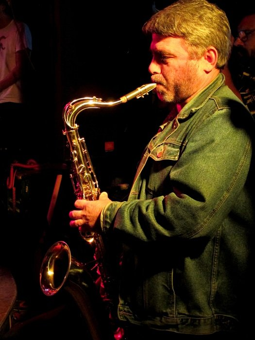 Side view on a man with a saxophone