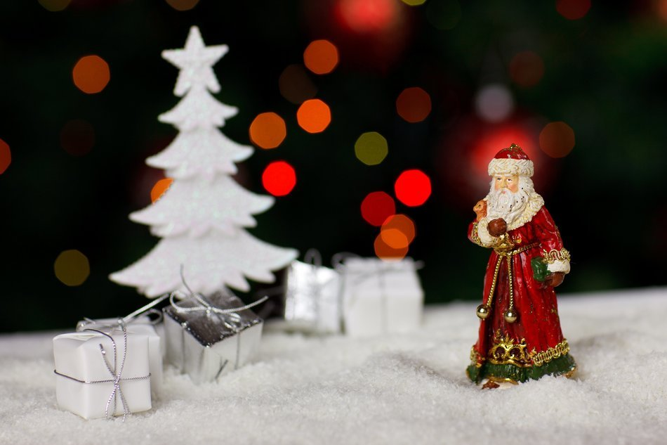 figure of Santa Claus toy