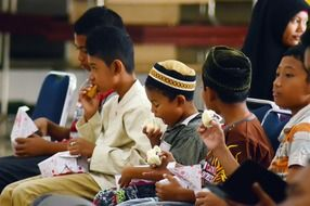 Lunch of Islamic children