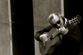 photo of Spanish guitar player