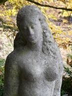 stone sculpture of a woman in the park