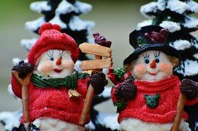 gifts and christmas decoration snowmen