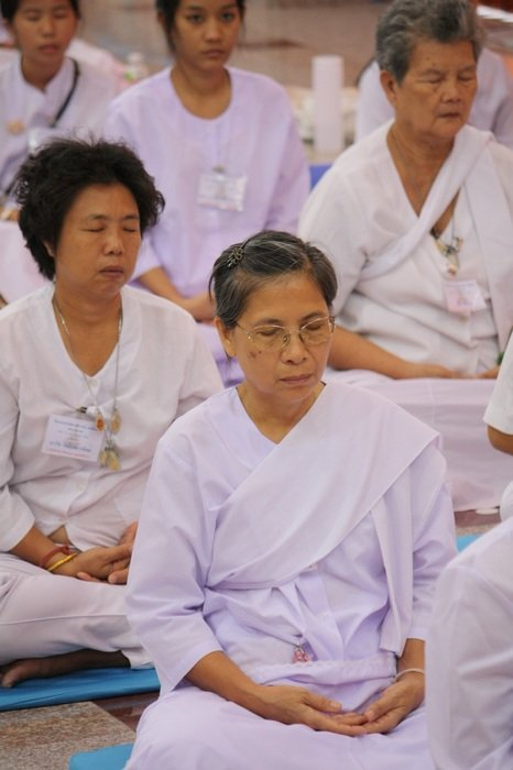Thai women in white clothes meditate