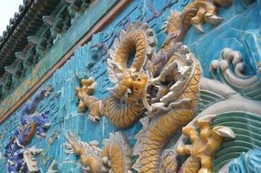 Chinese wall dragons