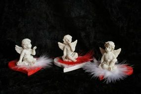 sitting angels on red hearts miniatures
