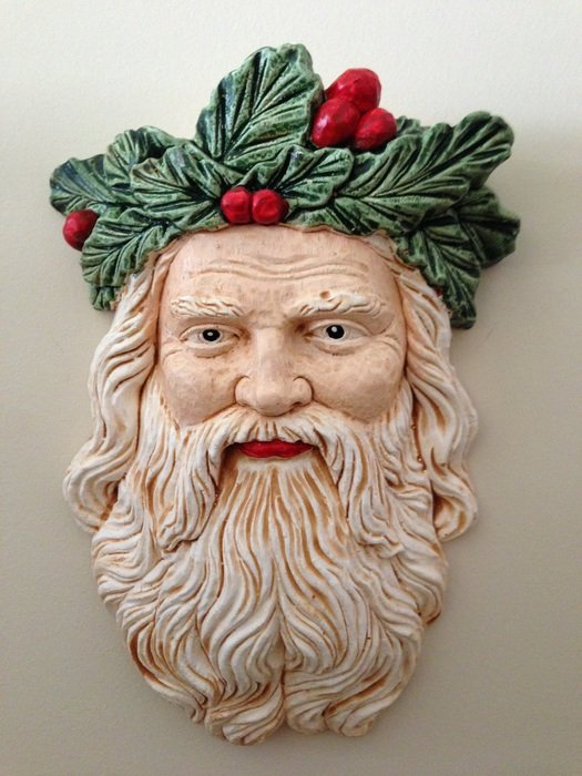 statue of santa's face with misstletoe