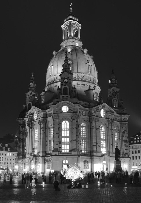 frauenkirche dresden church at night