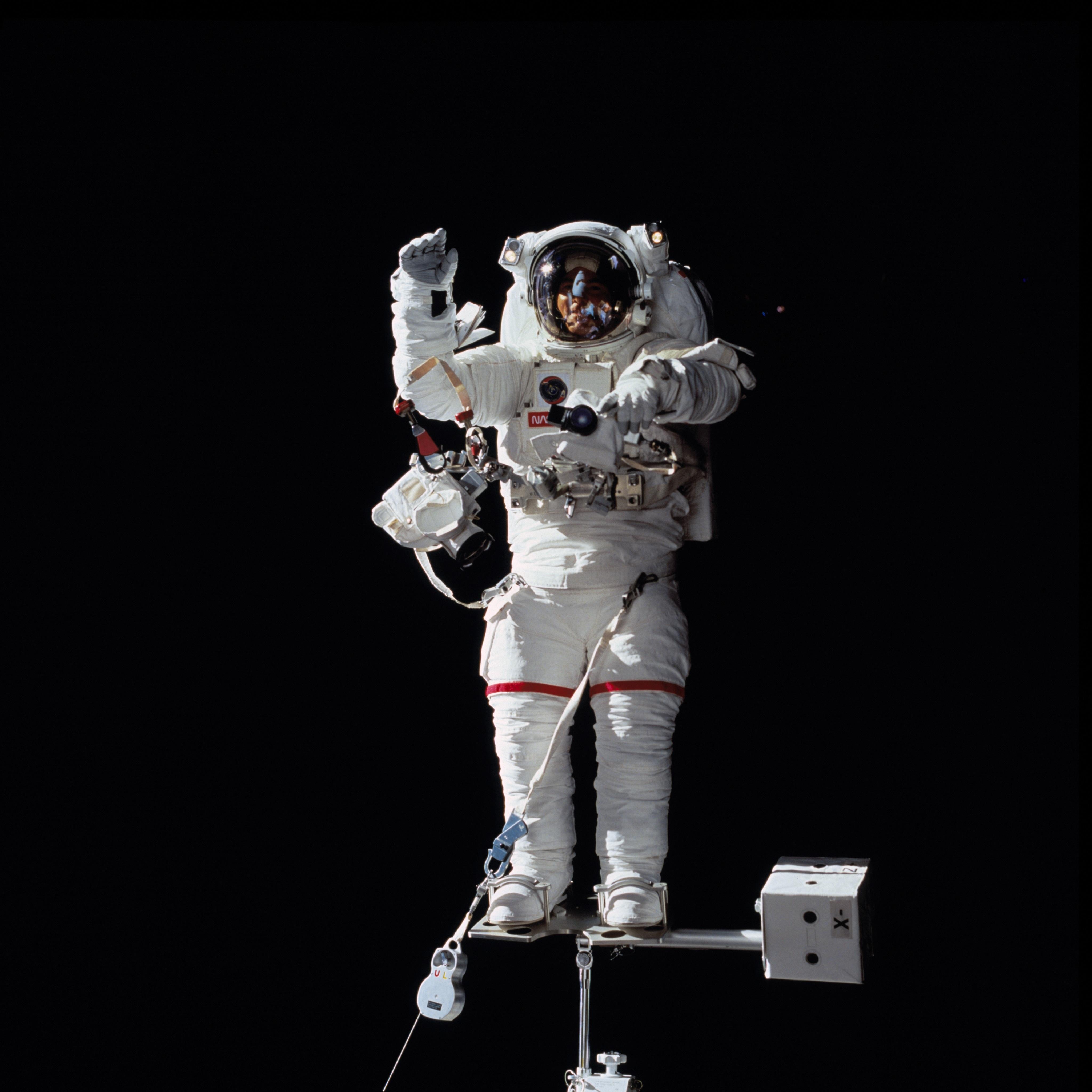 astronaut in suit - HD4096×4096