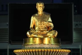 golden buddha statue in temple