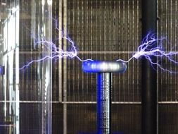 experiment with Tesla coil in physics