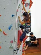 girl is climbing on the wall