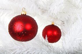 Christmas balls on the artificial Christmas tree