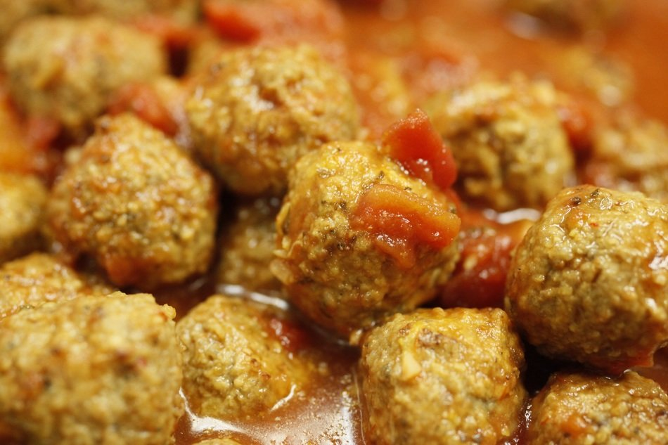 meat balls in spicy sauce
