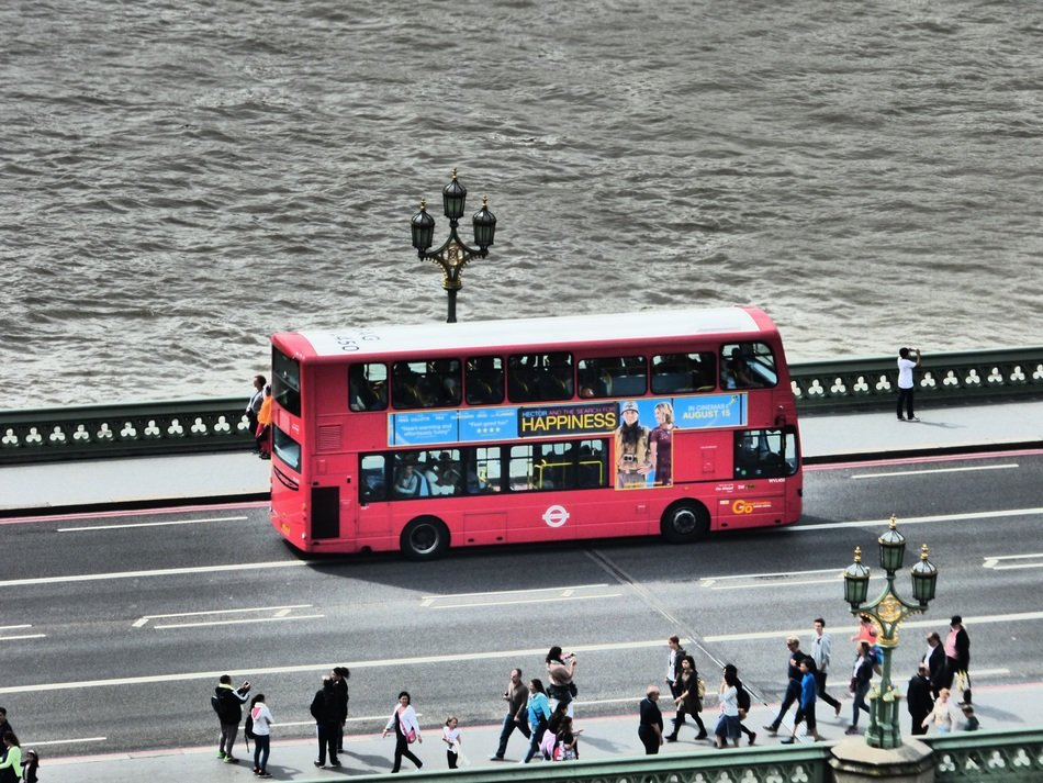 red touristic bus in london street scene