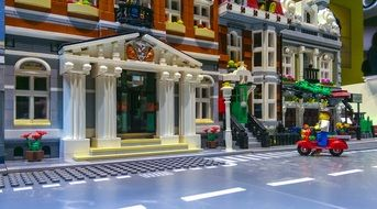 house with columns with lego blocks
