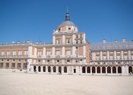 spanish palace at aranjuez