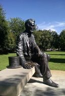 statue of sitting abraham lincoln