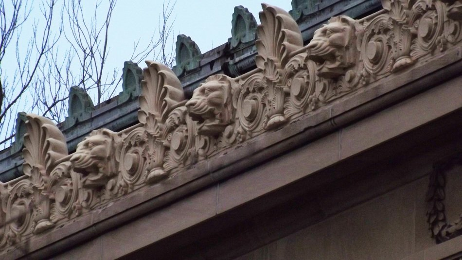 lion heads as roof decorations