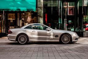 picture of the silver mercedes car