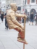 living golden street statue