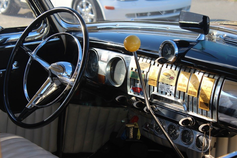 oldtimer chevrolet dashboard