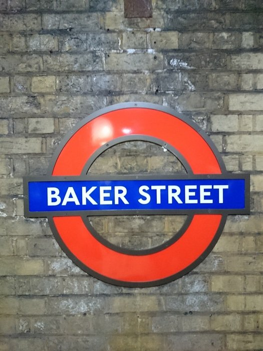 baker street pointer on wall in London