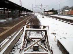 buffer stop, end of railroad track at railway station