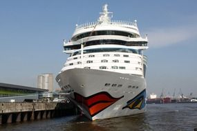 cruise ship on elbe