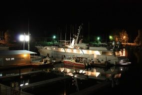 night photo of the yacht on the pier