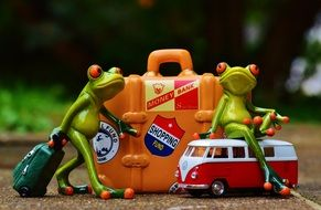 toy frogs are going to travel