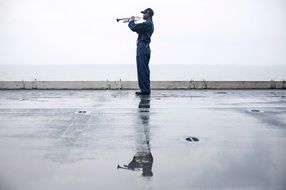 Soldierly trumpeter