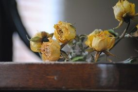 dry bouquet of yellow roses