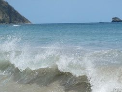 eastern caribbean turquoise waves