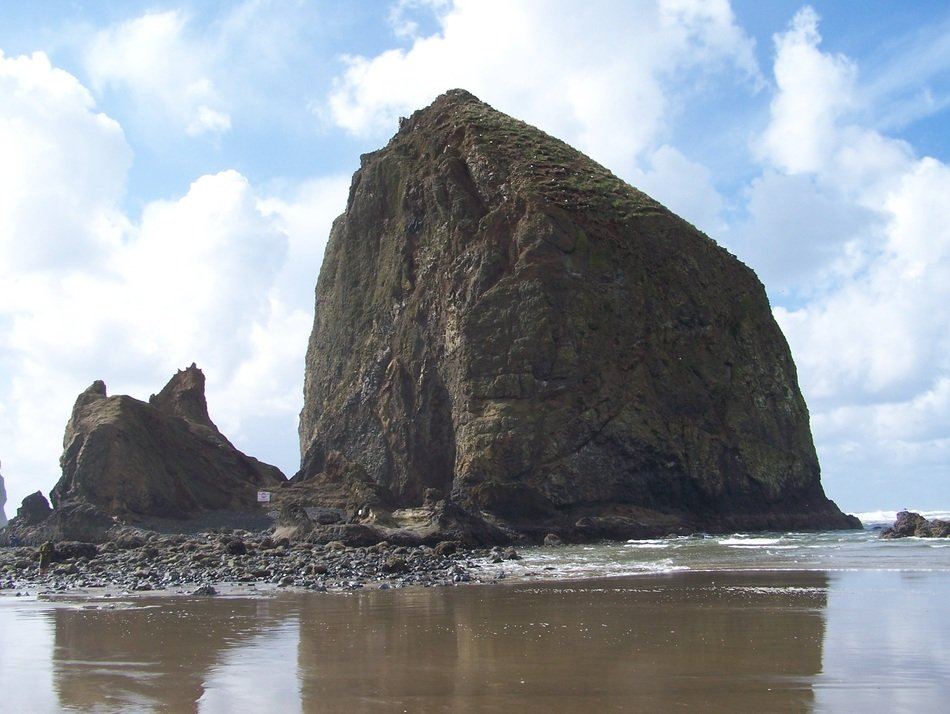Beautiful Oregon coast with the rocks