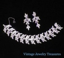Beautiful snowflake bracelet and earrings clipart