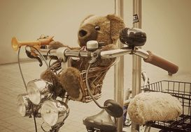 teddy bear on the bike