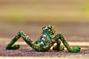 Mosaic Frog, Funny figurine
