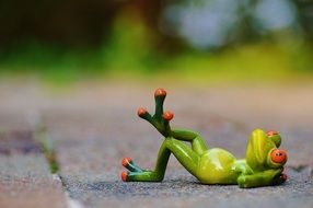figure of a relaxed frog