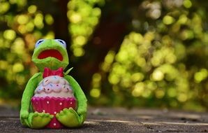 ceramic Frog with Cupcake