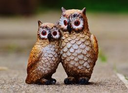 figures of two owls