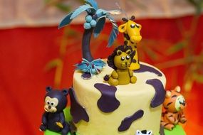 cake with figures of African animals