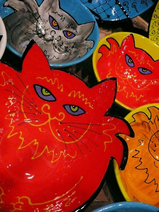 ceramic plates in the form of cats