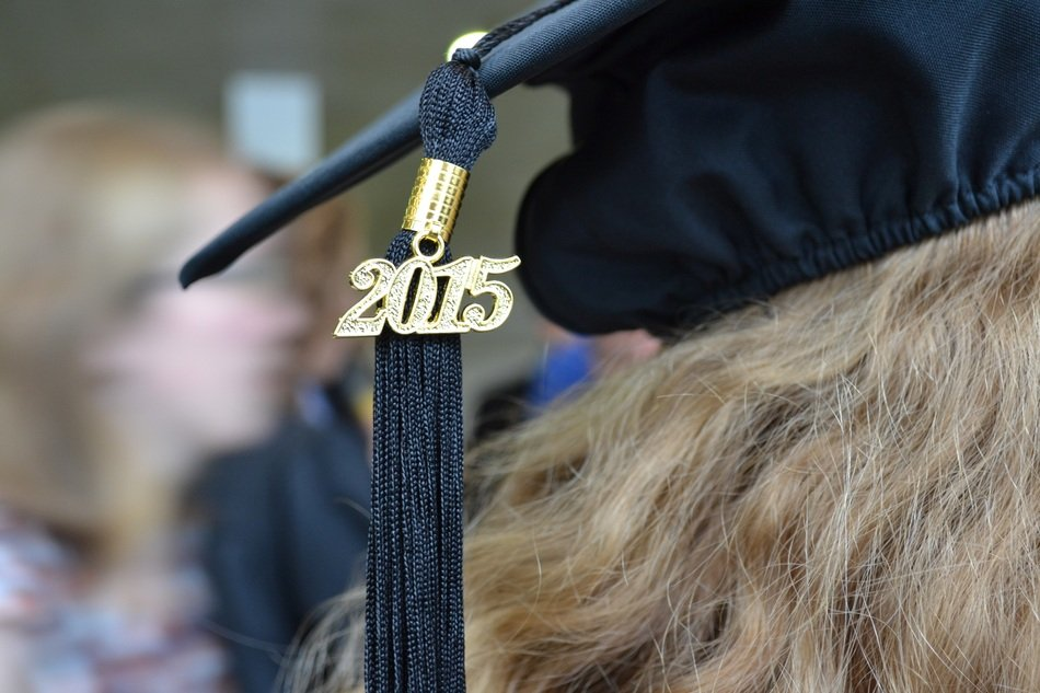 square academic cap with number 2015