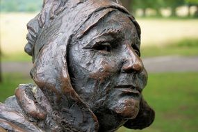statue of an old woman\'s face