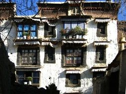 Old abandoned house in Tibet