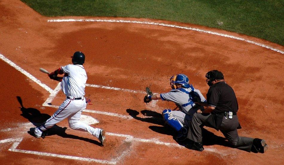 compare and contrast baseball and softball